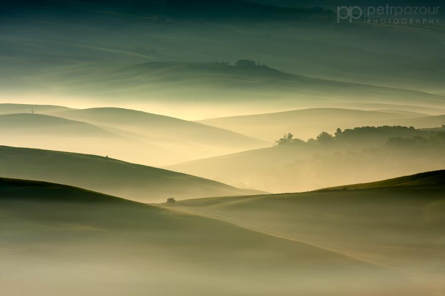 Mlha vládne Toskánsku