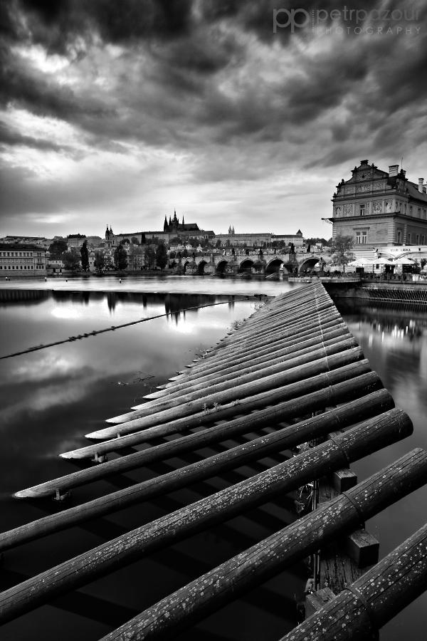 Zamračená večerní Praha