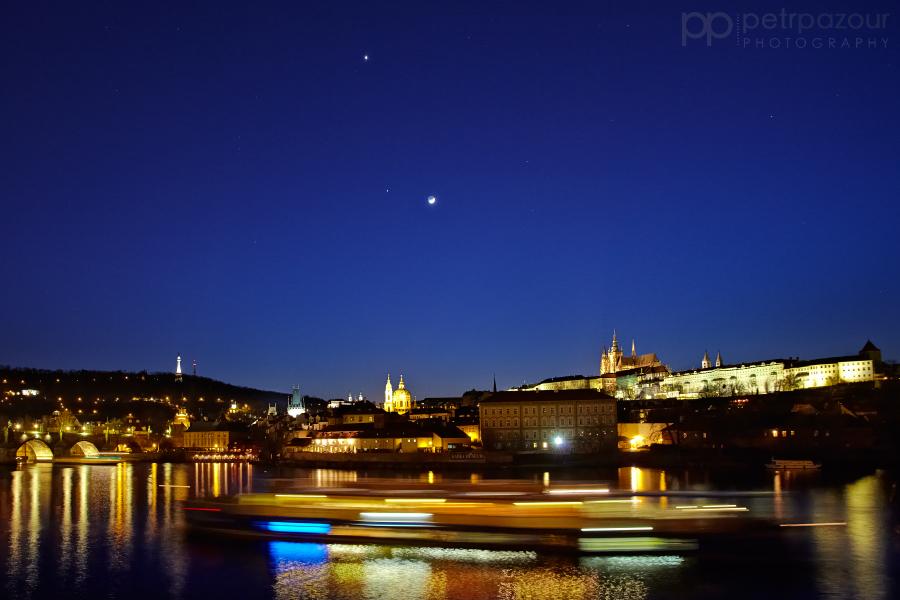 Venuše, Jupiter a Měsíc nad Prahou