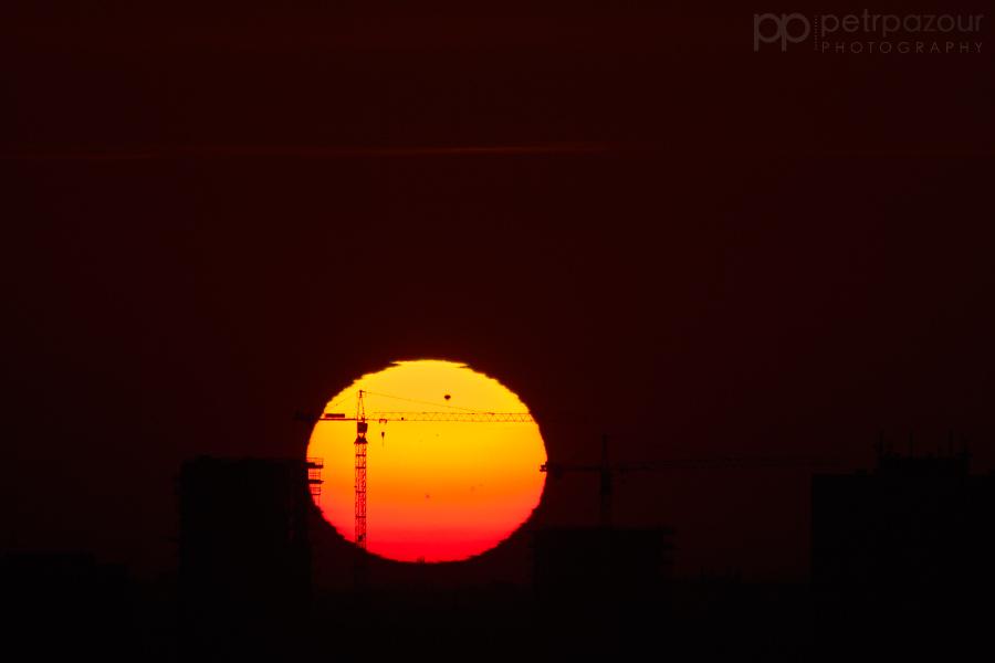 Venuše přechází přes Slunce