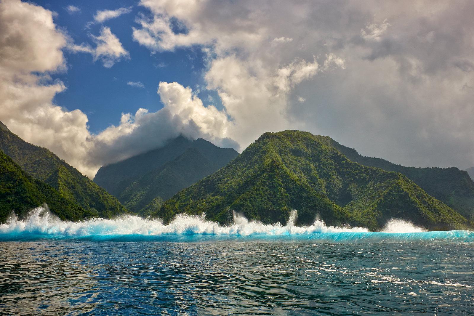 Tahiti Iti a vlny na Teahupo'o