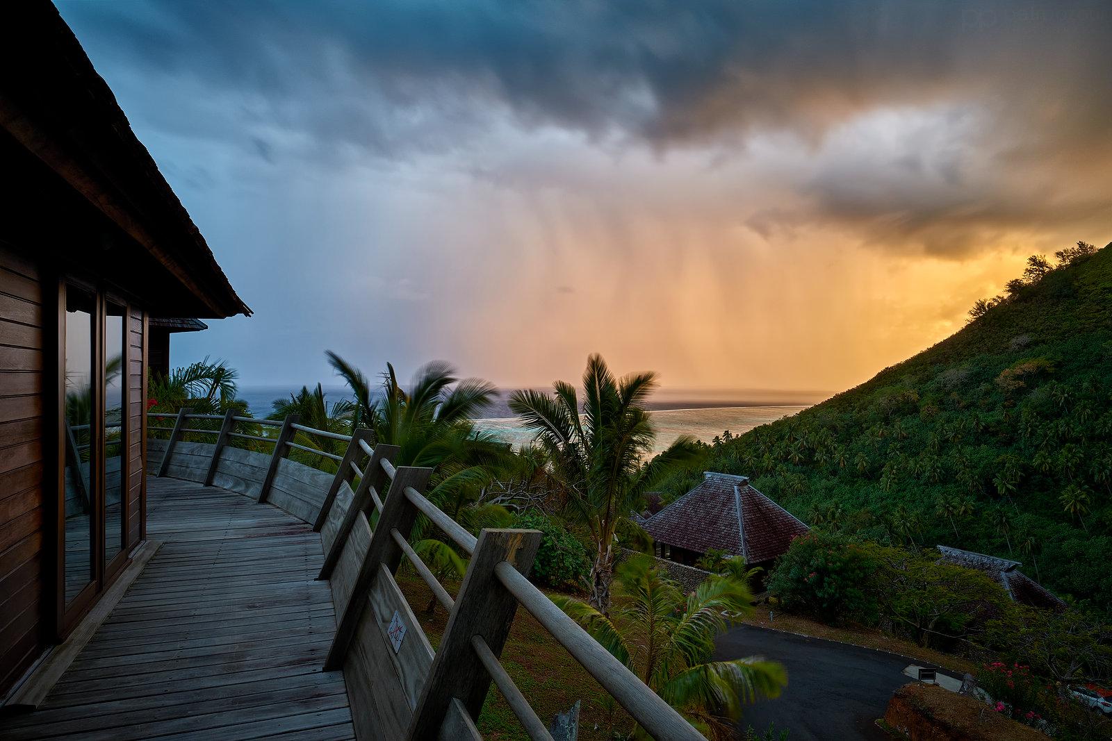 Svítání na ostrově Moorea
